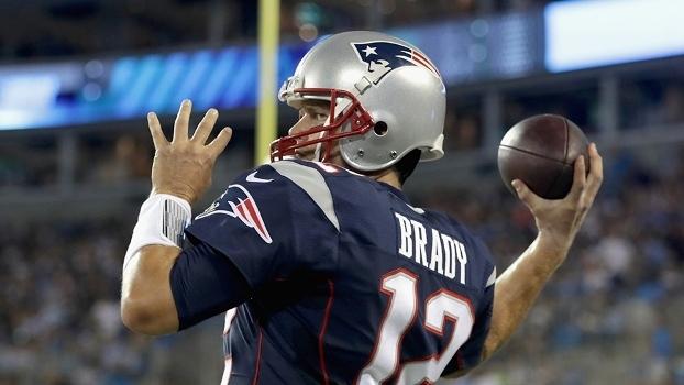 Clima ruim  Tom Brady tira símbolo da NFL do capacete em jogos da ... 73dd6d86e4908