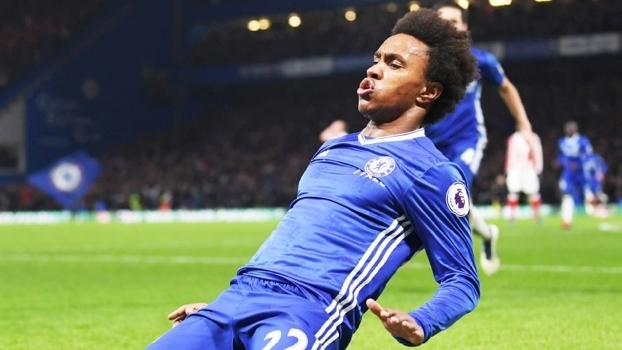 O jogador Willian é um dos grandes responsáveis pela décima terceira vitória consecutiva do Chelsea na Premier League.