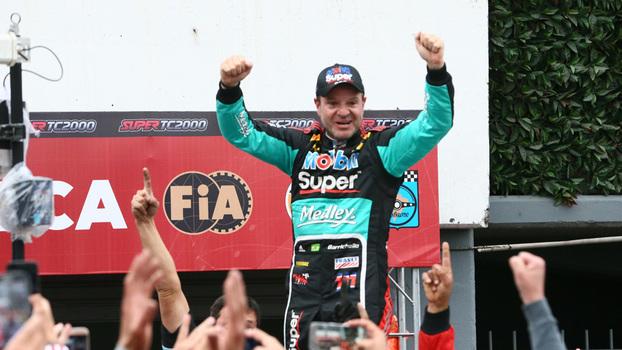 Rubens Barrichello comemora vitória na Stock Car