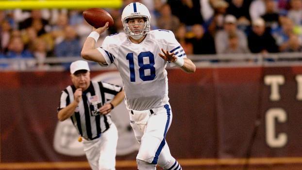 Peyton Manning durante a vitória dos Colts sobre os Lions no Thanksgiving  de 2004 5be4e655ae5e2