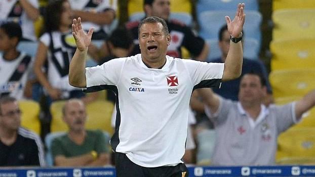 O técnico Celso Roth foi demitido do Vasco após a derrota para o Coritiba