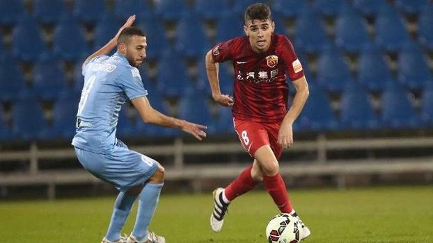 Oscar atua no futebol chinês