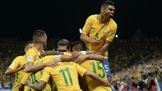 Jogadores do Brasil fazem a festa após o placar ter sido aberto 9e2f5c1b1c33e