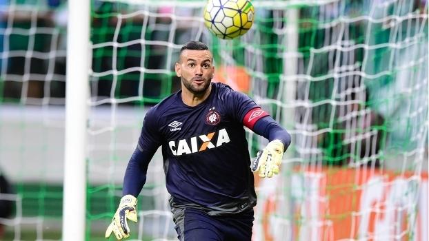 Weverton reclamou da arbitragem do jogo contra o Atlético-MG
