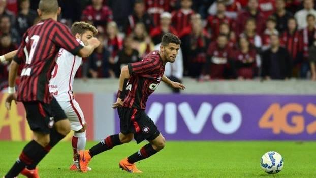 Jadson durante jogo pelo Atlético-PR