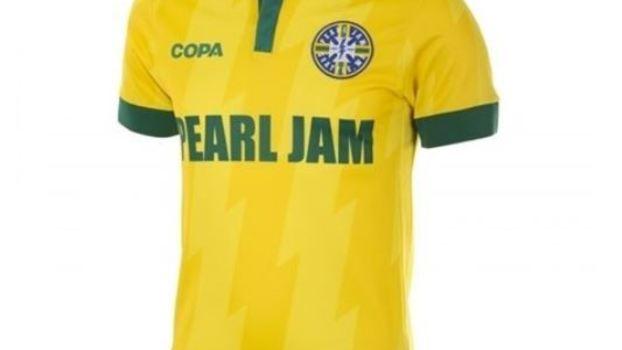8b36f73002 Pearl Jam lança linha de camisas de seleções e  enlouquece  fãs ...