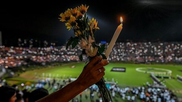 Homenagens foram feitas às vítimas do desastre aéreo na última quarta-feira