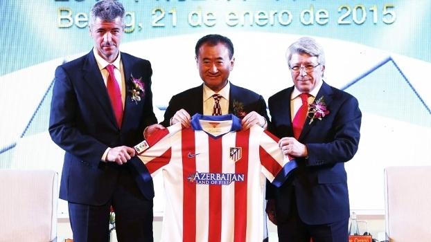 Wang Jianlin (centro) é o homem-forte do Dalian Wanda, parceiro do Atlético de Madri