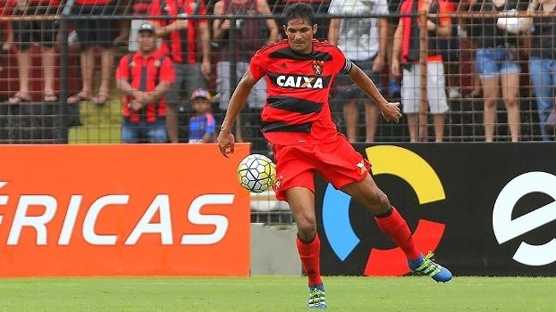 Durval será desfalque no confronto com o Cruzeiro