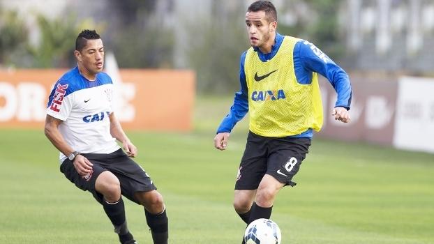 O Corinthians deve perder dois dos destaques do meio-campo campeão do  último Campeonato Brasileiro. Nesta quarta-feira a21dd650428a1