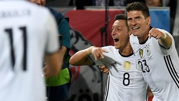 Ozil Gómez Alemanha Itália Eurocopa a21dbe1a8ca2c