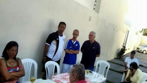 Manoel Luiz e aliados em evento com cartolas do handebol