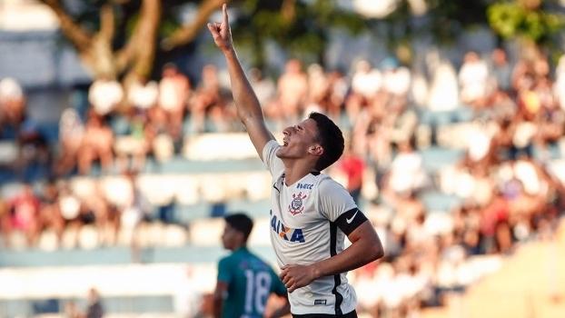 Volante e capitão do time, Mantuan marcou dois na vitória desta quarta-feira
