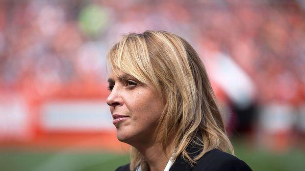 f52a2759c420d Ela já protegeu Obama e hoje é chefe de segurança da NFL. Conheça ...