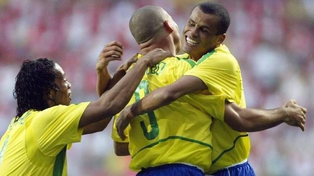 Ronaldinho e Ronaldo estão no 11 ideal de Rivaldo: trio de ouro em 2002