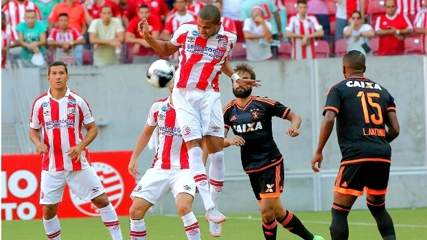 Jogo foi movimentado na Arena Pernambuco neste domingo