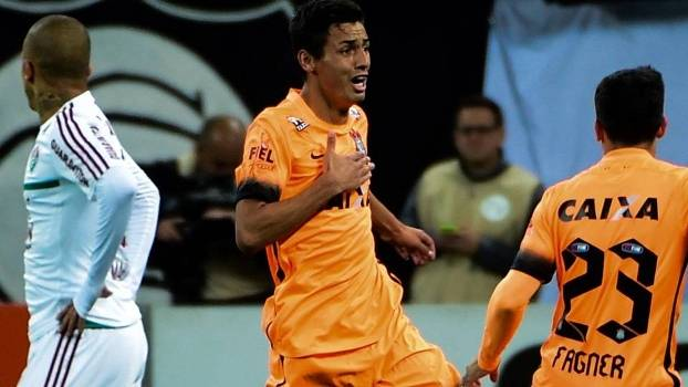 Com gol mal anulado do Fluminense e camisa laranja 7106296aa7f1a