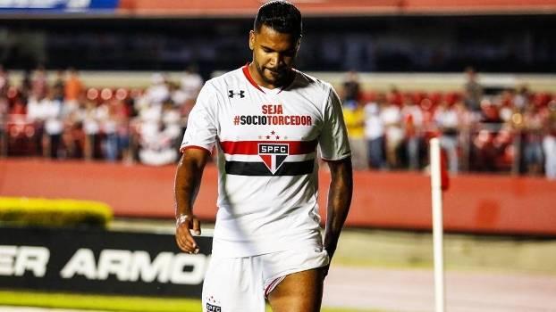 O zagueiro Breno vai desfalcar o São Paulo contra o Vasco