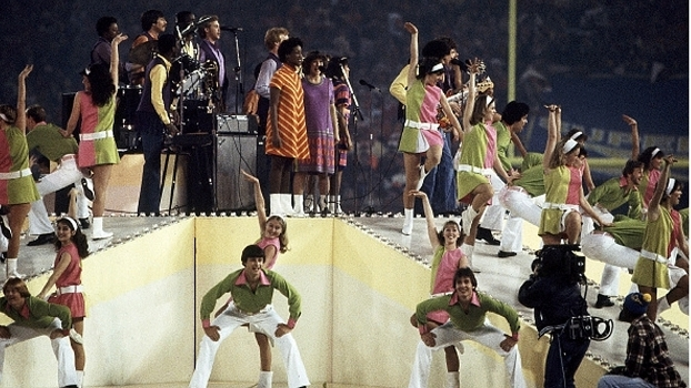 'Up With People' e a performance no show do intervalo do Super Bowl XVI