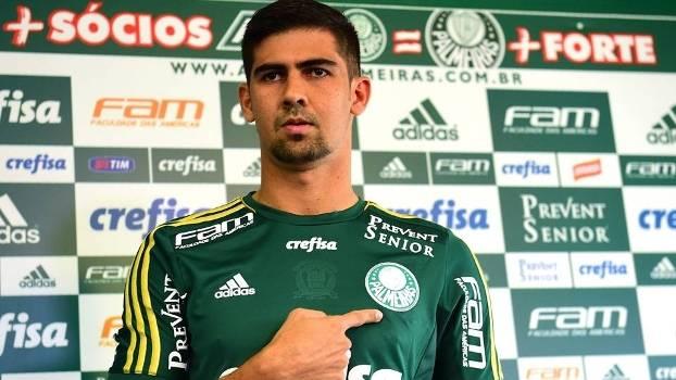 Leandro Almeida vestiu pela primeira vez a camisa do Palmeiras