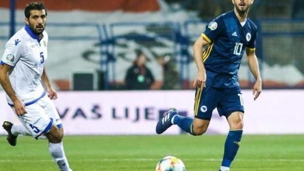 88ea4d08a3ab6 Bom futebol e muita história no confronto entre Bósnia e Armênia pelas  eliminatórias da Euro