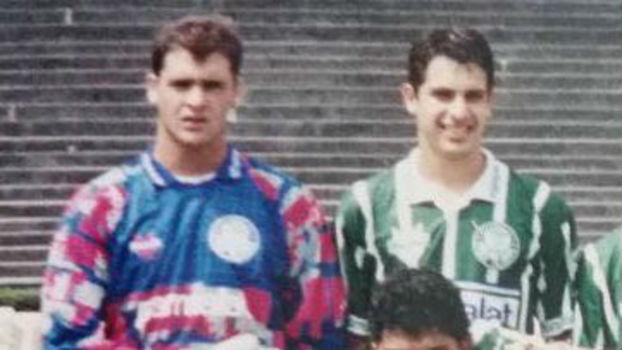 dcae43c6077a8 Marcos ainda cabeludo (á esquerda) e Rodrigo Costa jogaram juntos no  Palmeiras