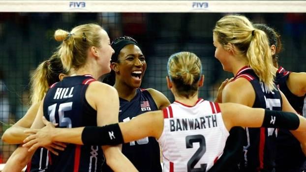 Seleção dos Estados Unidos comemora a vitória e o título do Grand Prix