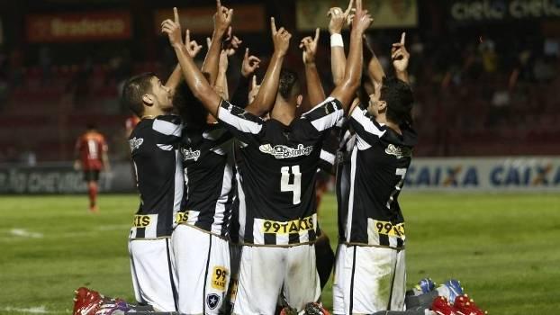 Botafogo vence Oeste, mantém invencibilidade e se isola na ponta da Série B