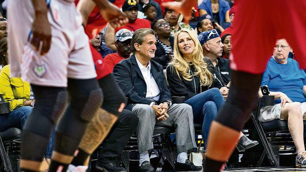 Laurene Powell Jobs concordou em comprar 20% da Ted Leonsis' Monumental Sports & Entertainment