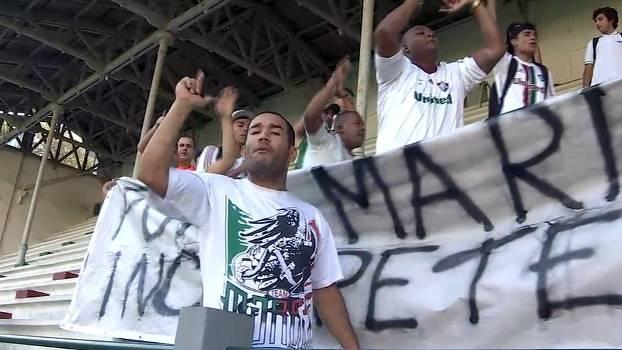 Torcedores do Fluminense protestam nas Laranjeiras
