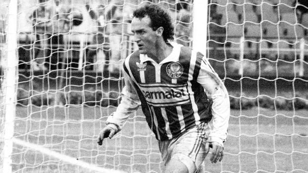 Cuca comemora gol com a camisa do Palmeiras no Campeonato Paulista de 1992