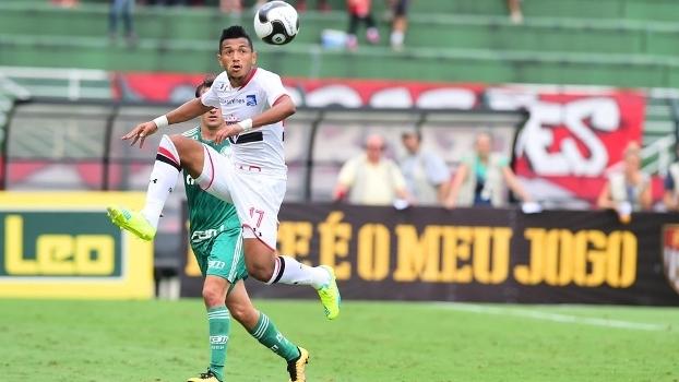 Rogério em ação no clássico entre São Paulo e Palmeiras