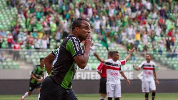 Mancini deixou sua marca na goleada do América-MG sobre o Santa Cruz