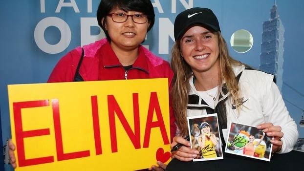 Elina Svitolina recebe fã no torneio WTA em Taiwan