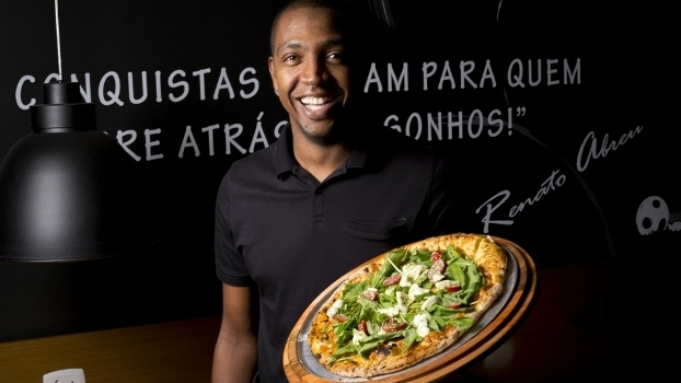 Renato Abreu agora ié dono de pizzaria no Rio de Janeiro