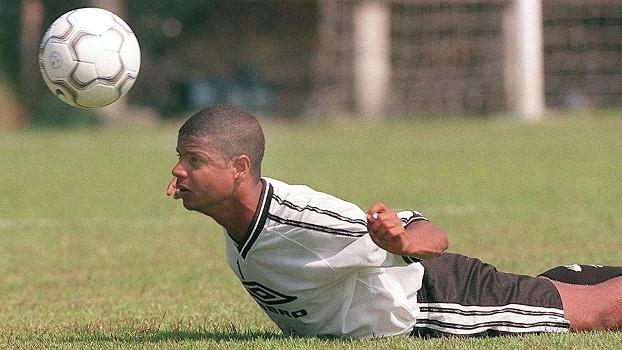 Marcelinho Carioca jogou no Santos no segundo semestre de 2001 2ef4ce93b7d31