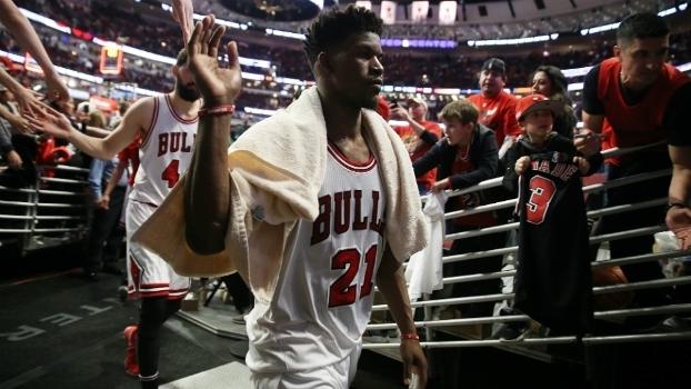 Jimmy Butler sai de Chicago depois de uma noite no mínimo complicada dos Bulls
