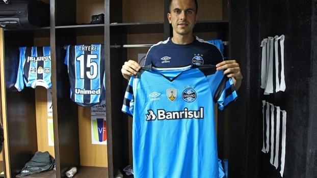 Grêmio apresenta novas camisas para 2017 f066065715746