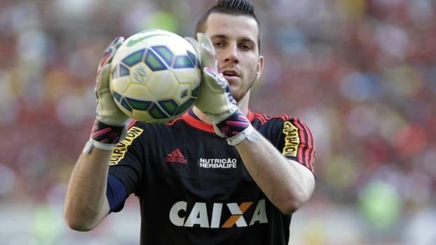O goleiro Paulo Victor voltou ao Fla neste domingo e não teve boa atuação
