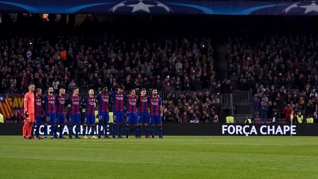 Barça participou de homenagem antes de jogo na Champions League
