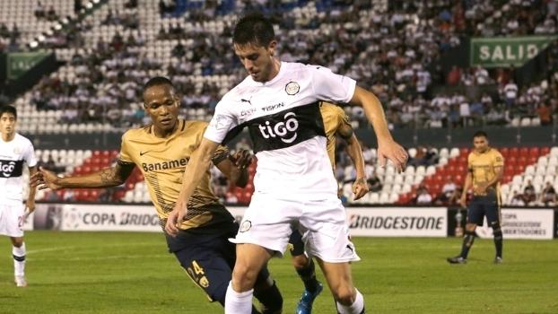 Alejandro Silva jogando pelo Olimpia, na libertadores de 2016.