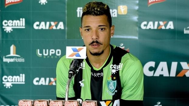 O atacante Hugo Cabral em sua apresentação ao América-MG