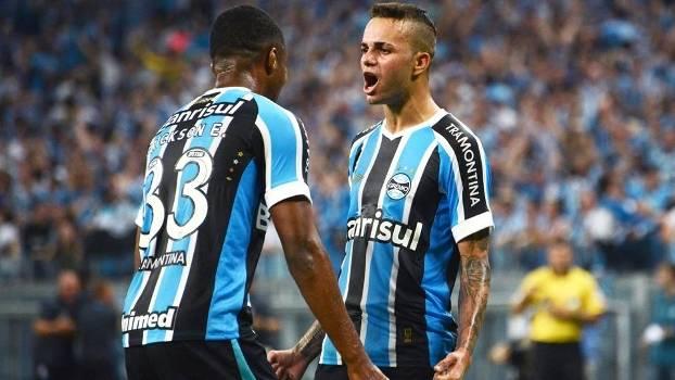 Luan Comemora Gol Gremio Internacional Campeonato Brasileiro 09/08/2015