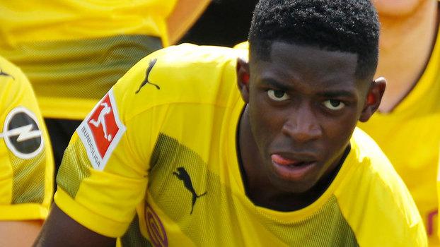Dembélé arrasado pelos companheiros do Dortmund