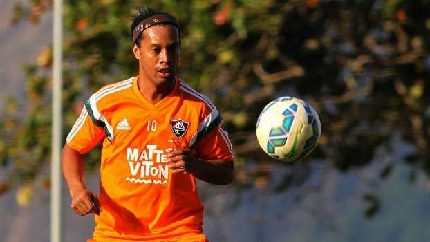 Ronaldinho Gaúcho ficou no Fluminense por apenas dois meses 43d31b1528dae