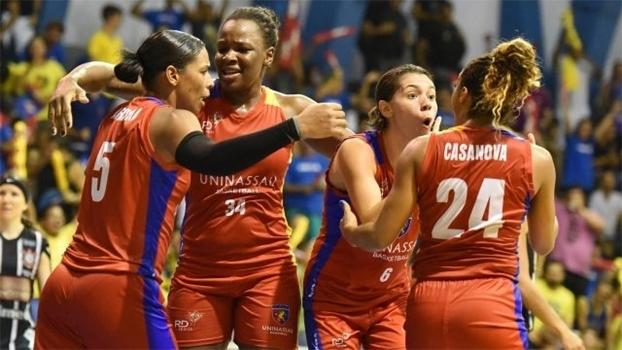 Jogadoras da Uninassau comemoram vitória sobre o Corinthians/Americana na LBF