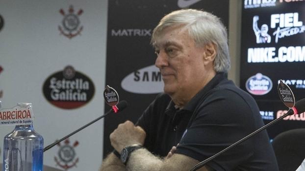 Flávio Adauto dá entrevista na apresentação de Clayson no Corinthians