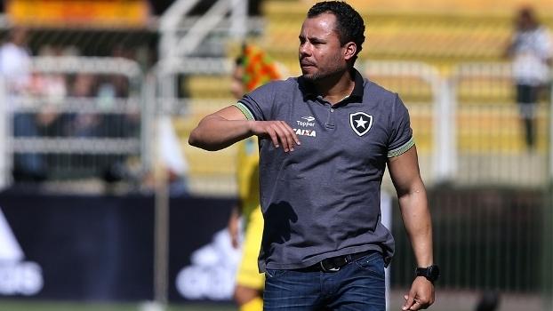 Jair Ventura prepara time para clássico contra o Vasco