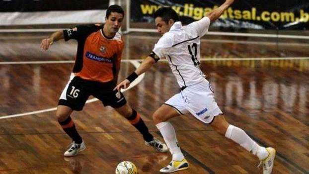 Com o Santos, Falcão foi campeão vencendo Carlos Barbosa na decisão em 2010