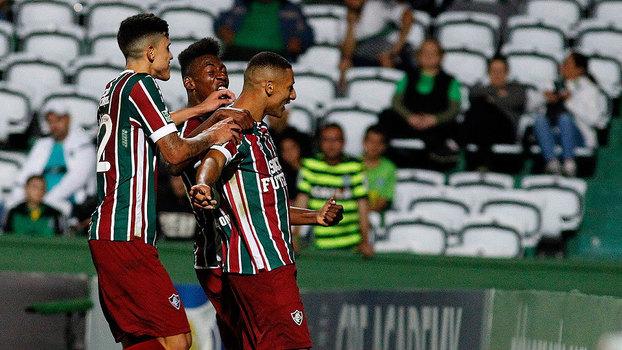 Eficiente, Fluminense segura o Coritiba e vence após quatro rodadas